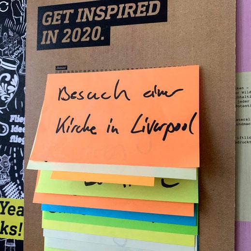 Post-It für Januar: Besuch einer Kirche in Liverpool. Was das wohl bedeuten mag?