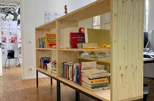 Wir können auch analog: unser Bücherschrank
