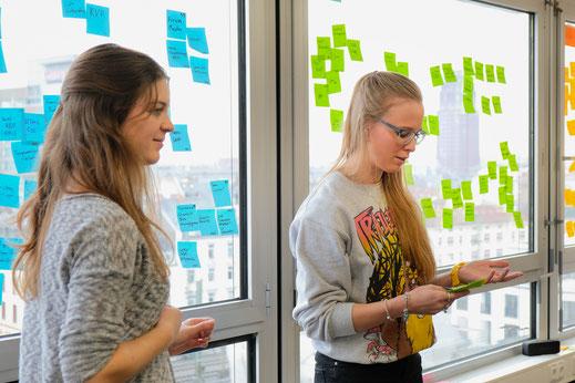 Anna und Lara, Teil unseres Startup-as-a-Service-Teams