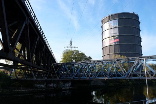 Auch Brücken kommen sich mal in die Quere