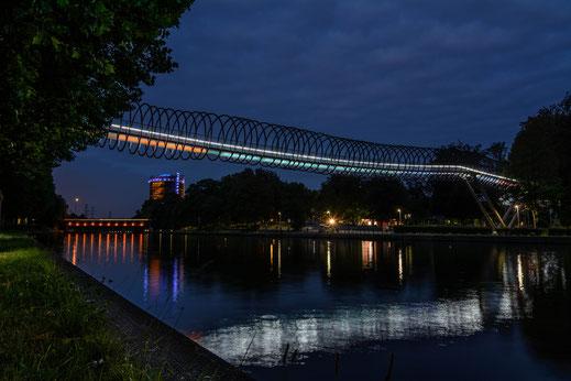 Slinky Springs To Fame am Kanal bei Oberhausen