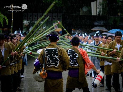 神輿が渡御される道を払い清める道清めの儀, 大國魂神社例大祭, くらやみ祭
