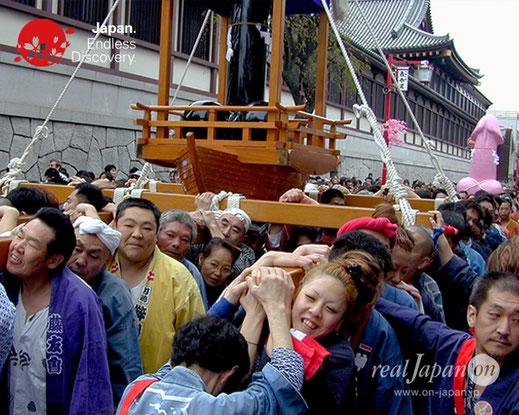 かなまら祭, KANAMARA MATSURI, Japanese UTAMARO Festival, かなまら舟神輿, エリザベス神輿, かなまら大神輿, 金山神社, 若宮八幡宮境内社, でっかいマラ