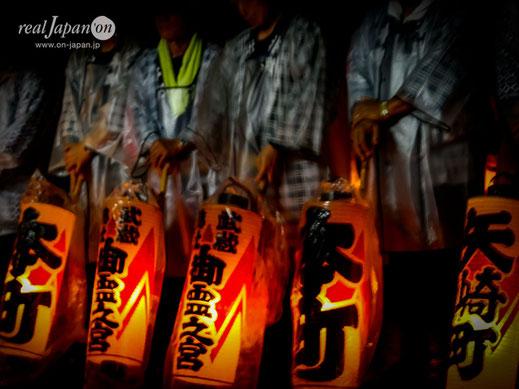 「提灯祭」とも呼ばれるほど様々な提灯が多数用いられる, 大國魂神社例大祭, くらやみ祭