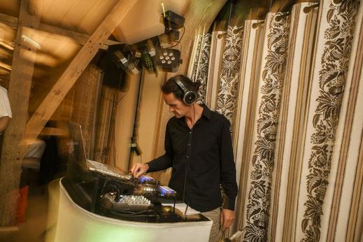 DJ mit Saxophon, Saxophonist, Hochzeit, Geburtstag Party Firmenfeier Produktpräsentation