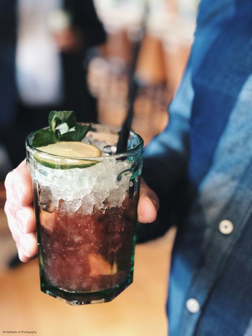 Die NOUMI Bar bietet Signature-Drinks vom Mixologist und feine Schweizer Kult-Getränke.