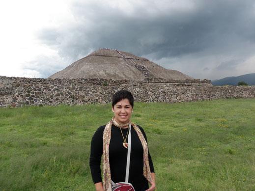 pirámide del sol; Teotihuacan; México; Naty Sánchez; Academia Idearte; Barcelona; arquitectura; símbolos; historia de las religiones;