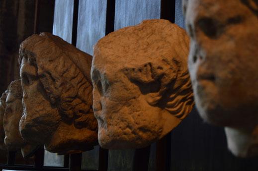 Roma; busto; escultura; Coliseo;