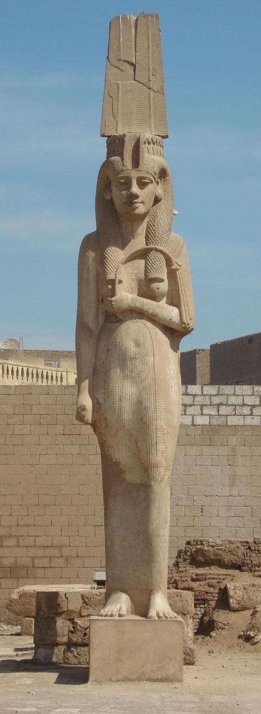 Coloso; Meritamón; Akhmín; Ramsés II; Egipto; reinas de Egipto;