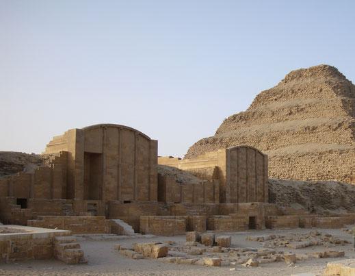 pirámide escalonada; Egipto; Saqqara; Dyeser; cursos; egiptología; Palma de Mallorca;