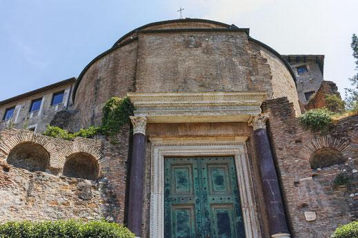 Rómulo; templo: Via Sacra; Foro Romano; historia; fundación de Roma;