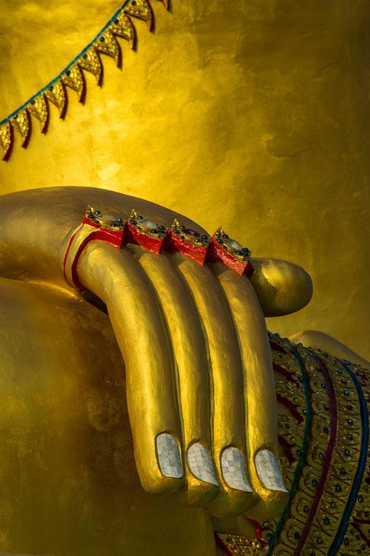 Bhumisparsha; mudra; Buddha; budismo; Tailandia; blog; arte budista;