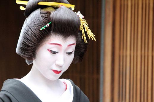maiko; geisha; Japón; mujer japonesa; artista;