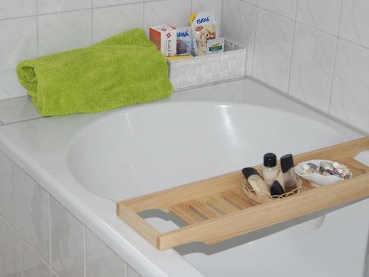Die Badewanne lädt zur Wellness nach einem langen Strandspaziergang ein.
