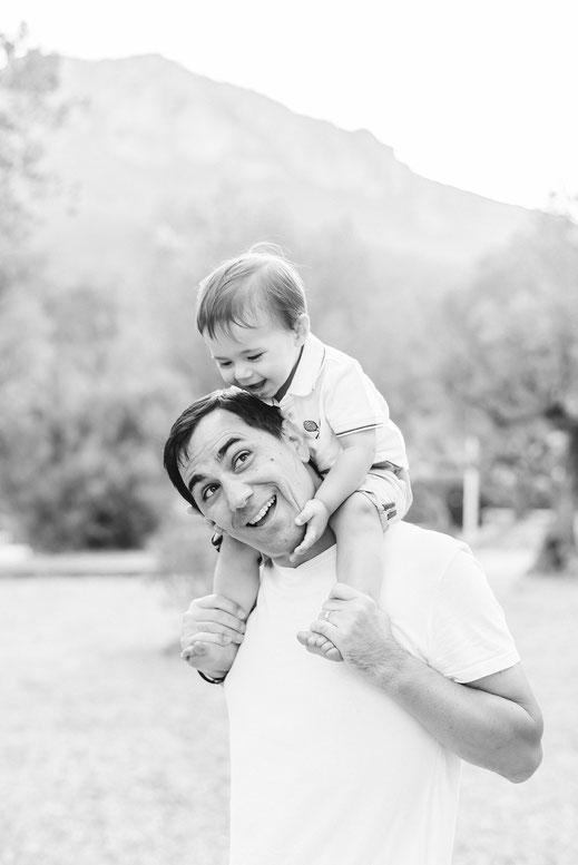 photographe séance famille / séance famille var / photo famille / photo enfant toulon / séance photo parent enfant var / Solliès-pont / cuers/ la Garde / La Crau / Hyères / Toulon / La Farlède