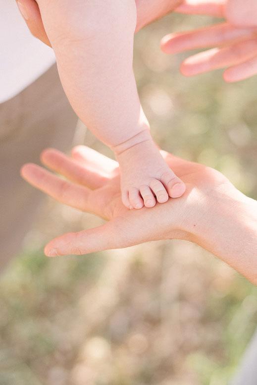 séance naissance lifestyle en extérieur - muriel mees photographe naissance bébé enfant famille - séance photo famille en provence - photographe Var 83000 - photo naturelle famille enfant bébé - portrait naturel - photo de bebe - photographe bebe var