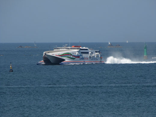 HSC Condor Rapide entrant dans le port de ST Malo.