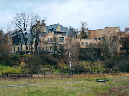 С 1960 г. в усадьбе располагается отделение центральной клинической больницы Академии наук. В 1970 – е гг. рядом с замком был выстроен её новый корпус