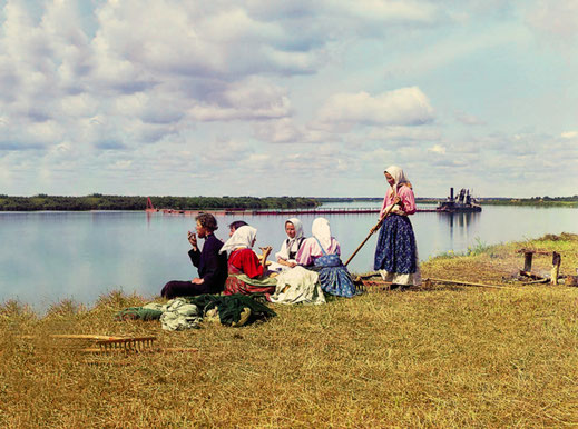 Обед на покосе. 1910-е гг.