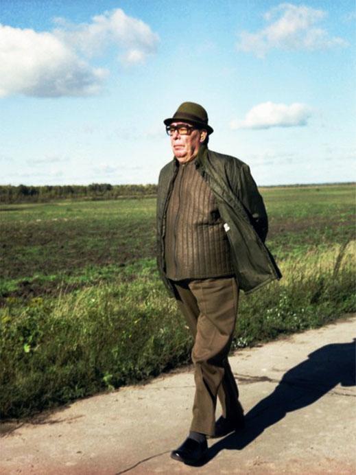 Л.И. Брежнев на прогулке