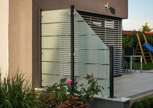 Glaszaun - Sichtschutz aus Glas satiniert mit Motiv für Garten und Terrasse