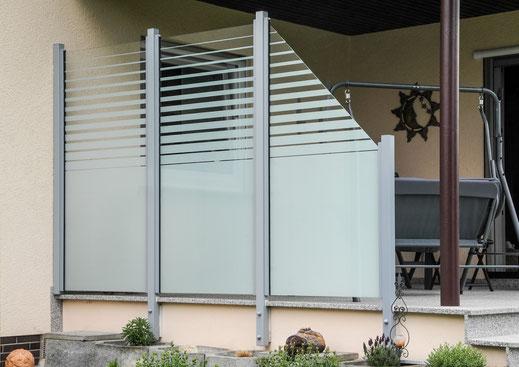 Glaszaun - Sichtschutz aus Glas satiniert für Garten und Terrasse