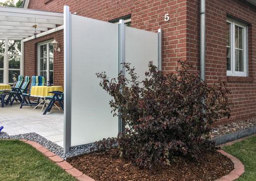 Glaszaun - satiniert als Windschutz für Garten und Terrasse
