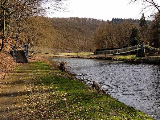 Hängebrücke an der Helmerother Mühle
