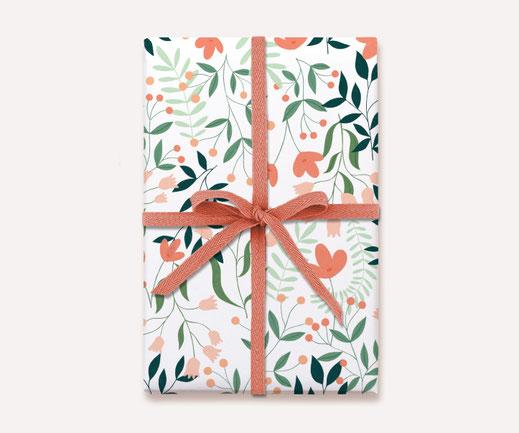 Geschenkpapier Lotta Langrock – Blumen, Blau, Hygge, Skandinavien, Blumenwiese, Schweden, floral