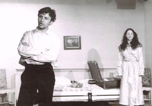 """Bruno als Michael mit Monika Trabauer als Agnes im Theater Experiment am Liechtenwerd, Wien, Szene und Lied """"Die Tolle Agnes"""" (""""Flaming Agnes"""")"""