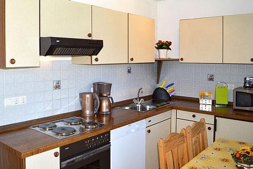 Ferienwohnungen in Oberaudorf im Pechlerhof / Küche kompl. eingerichtet