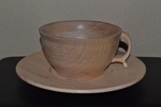 Teller und Tasse  Tasse 10cm hoch x 17cm Durchmesser. Teller 3cm hoch x 27cm Duchmesser (verkauft)