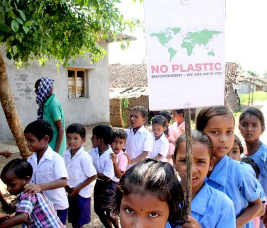 Insbesondere Kinder und Jugendliche setzen sich mit besonderem Elan für eine saubere, lebenswerte Umwelt in ihrem Dorf ein.