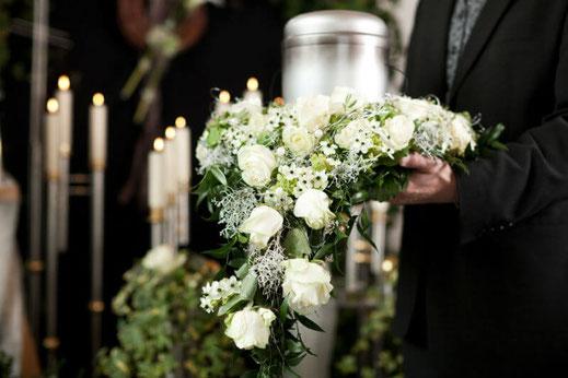 Rendre hommage pour un deuil : livrer des fleurs
