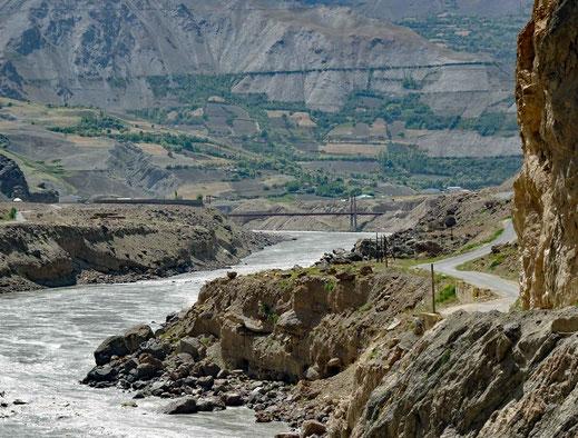 Eine der wenigen Brücken nach Afghanistan.