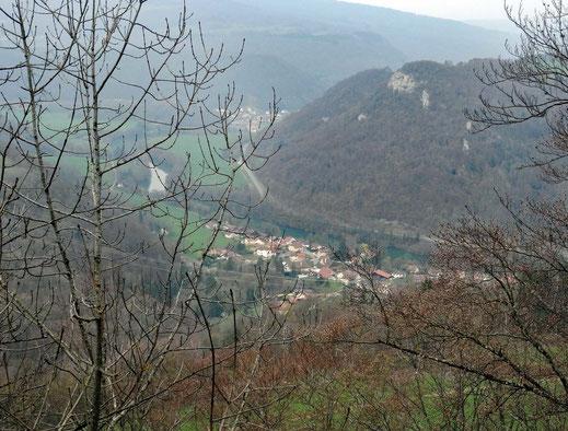 Motorradreisen: Auf der Strasse D137 kurz nach der Ortschaft St. Hippolyte bietet sich uns ein schöne Panorama auf die Flussebene der Doubs.