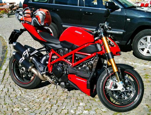 Motorradreisen Bild eindes Ducati Motorrades