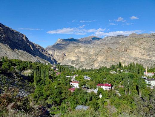 Die D950 führt durch atemberaubende Landschaften nach Erzurum