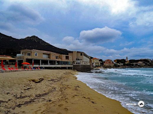 Das Hotel Serenada liegt direkt am Strand