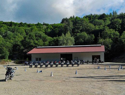 Motorradreisen Haus, Motorräder, Wald und Himmerl