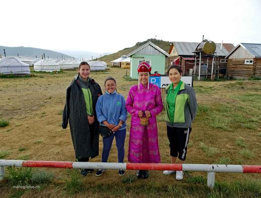 Samstag und das Begrüssungskomitee für die mongolischen Gäste ist bereit