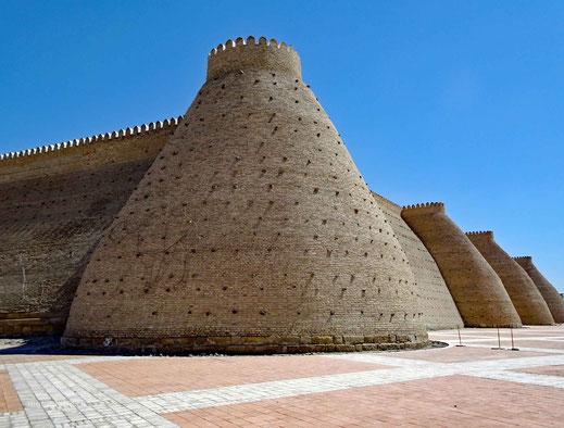 Die imposante Mauer des Ark