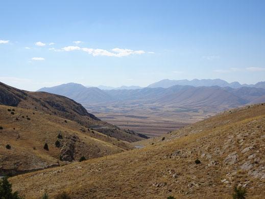 Kurz vor der Ortschaft Sariz