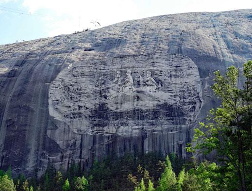 Motoglobe_Motorradreisen. Der Stone Mountain, grösster Granitfelsen der Welt, mit seinem Relief.