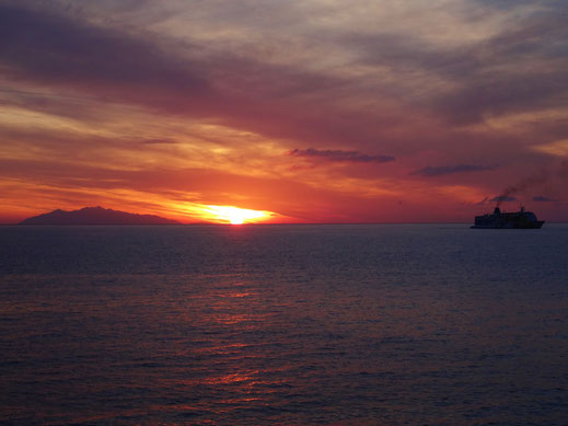 Morgenrot bei der Ankunft mit der Fähre in Bastia