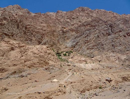Chak-Chak, eingebettet in die Berge