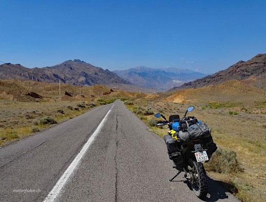 In der Ferne sind die Armenischen Berge zu erkennen