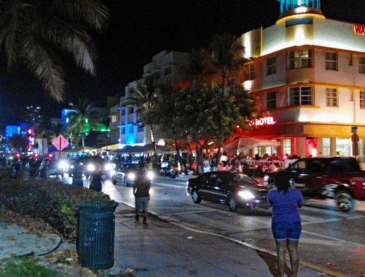 Motorradreisen, Strasse, Nach, Menschen Autos Lichter