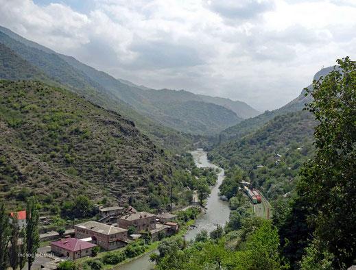 Dem Debed Fluss folgende, geht es zur Grenze Georgiens