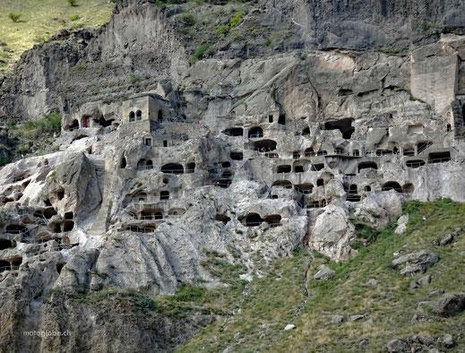 Touristen beleben die alte Höhlenstadt von neuem